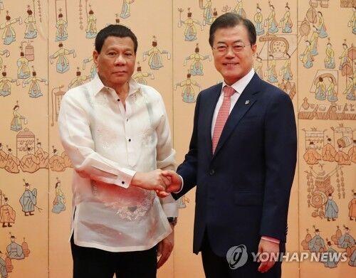 文在寅会见菲律宾总统杜特尔特