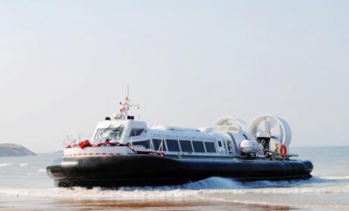 《荒野行动》新增气垫船道具 水陆两栖飞驰带来全新体验