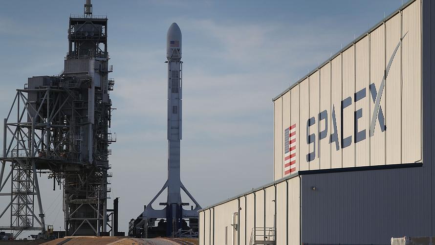 马斯克的计划再延期 SpaceX载人绕月推迟或到明年