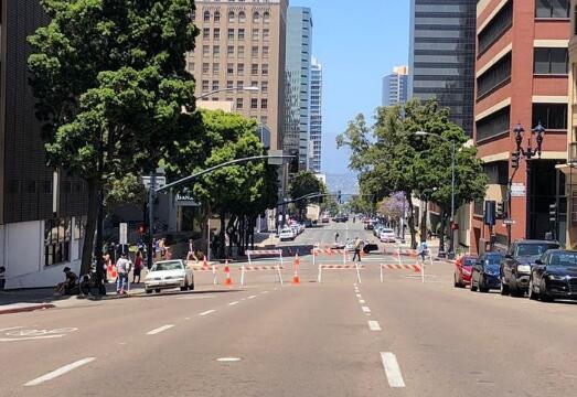 加州马拉松终点枪击案致1名警员受伤 女枪手被捕