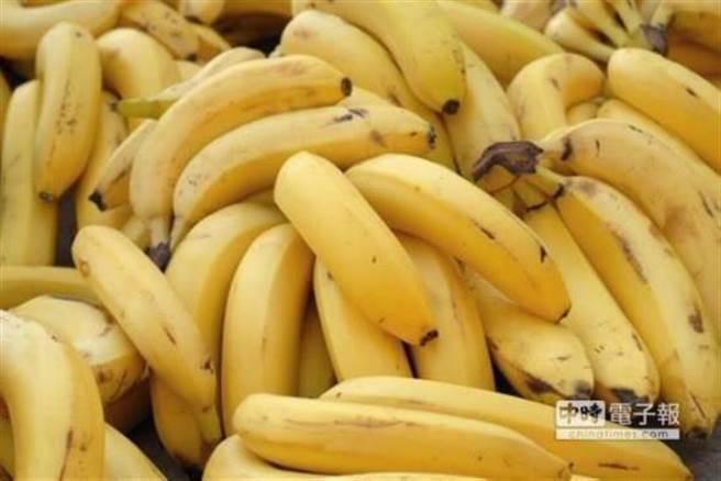 香蕉价崩蔡办忙直销 前民代批:舍本逐末!认为农民好骗?
