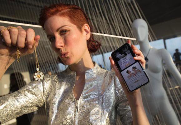 智能珠宝亮相纽约:可无线充电 带蓝牙功能
