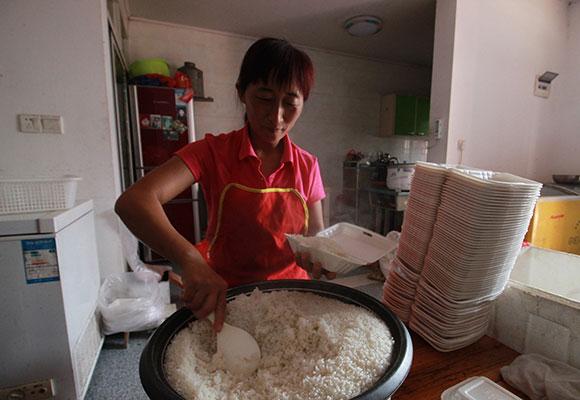 揭秘中国最大高考工厂:卖盒饭都能年入10万