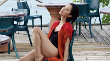 江一燕做节目,裙子太短不敢坐,摄影师不敢拍,网友:还有内裤