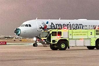 机头砸碎风挡被砸裂:美航班空中遭冰雹袭击