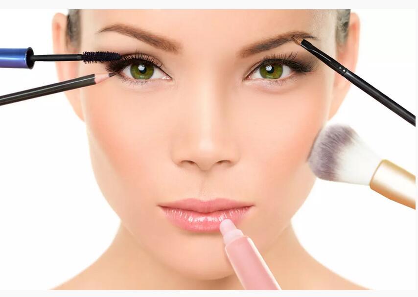 画好眼妆等于学会变脸术?眼妆决定你的第一印象!