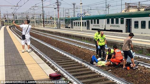 男子在意火车事故现场自拍引起民愤