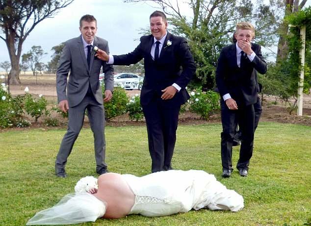 """重庆时时彩走势图详解:澳新娘被伴郎团举起摆拍完后""""扔""""在地上"""