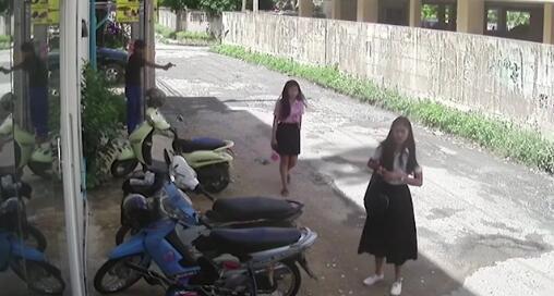 泰国一男子求复合遭拒 当街枪杀前女友后自杀