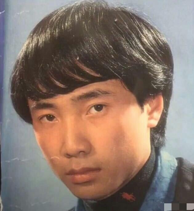 徐峥早年当发型模特旧照曝光 黑发蓬松