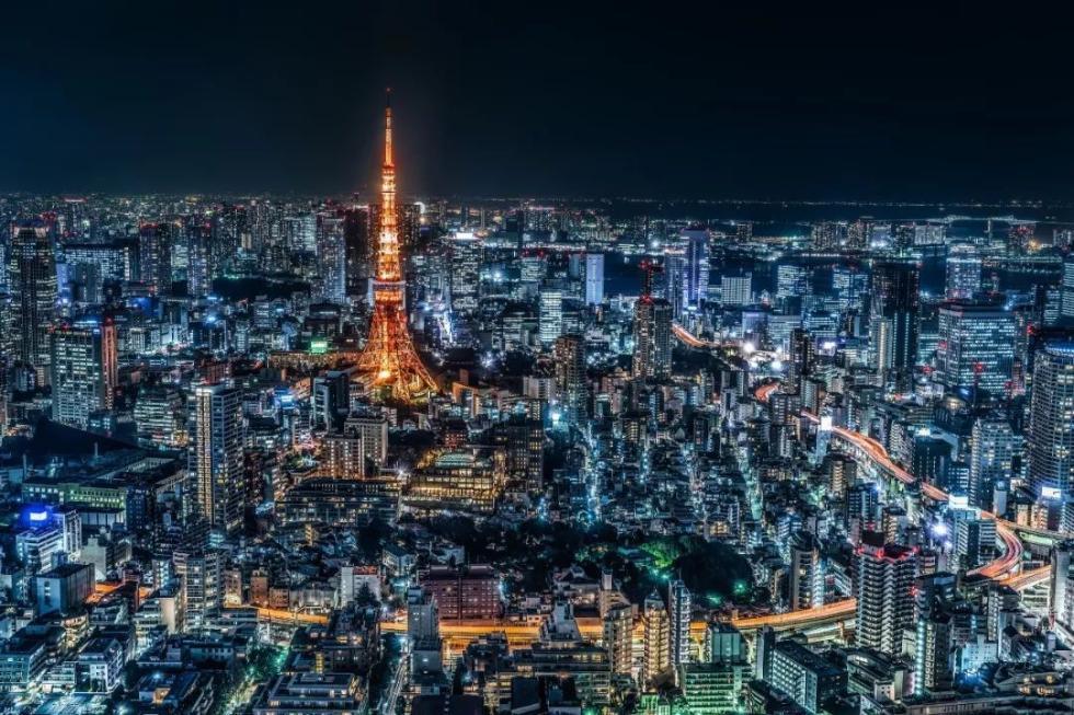 在东京这个纸醉金迷的城市里,有人选择做流浪汉
