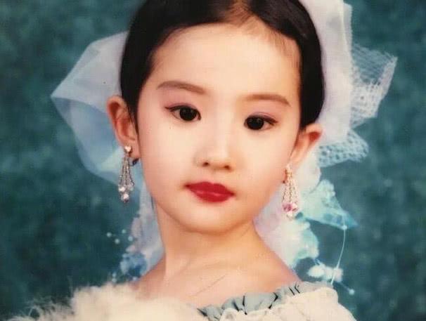 刘亦菲8岁、15岁、18岁、24岁、30岁,你喜欢几岁的她?