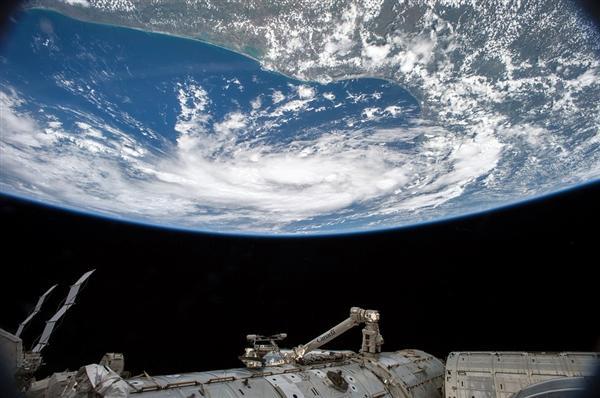 历经168天 三位国际空间站的宇航员安全返回地球