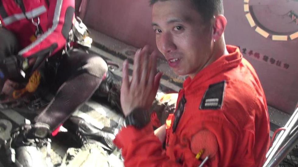 台飞行员殉职 搜救员:再飞高10米或就能躲过一劫
