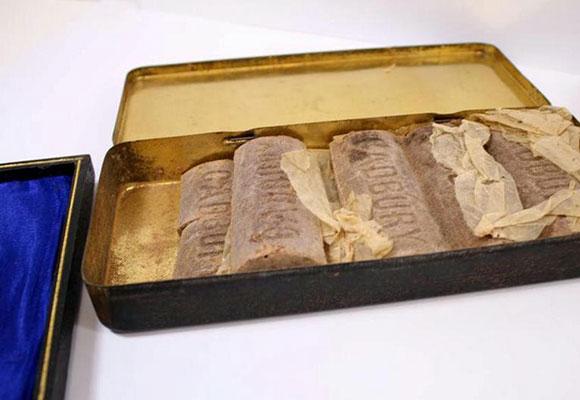 存放了103年的巧克力即将拍卖 一盒估价2000英镑