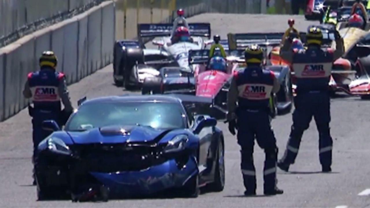 雪佛兰科尔维特安全车Indycar底特律站撞墙