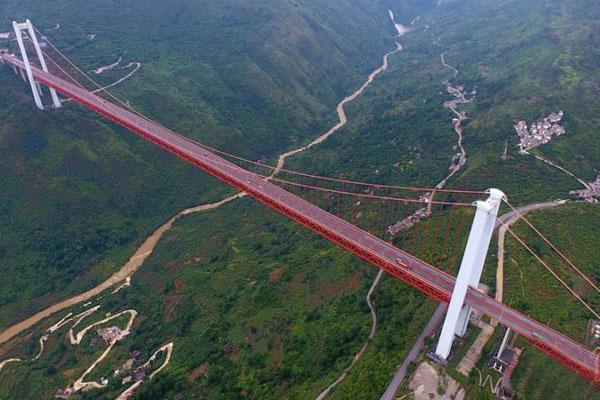 俯瞰贵州关岭坝陵河大桥 钢铁巨龙横跨峡谷天堑雄伟壮观
