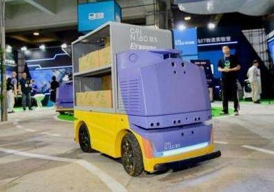 为什么外国人觉得阿里巴巴新的快递机器人有点丑