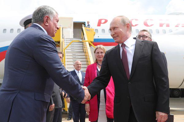 普京到访维也纳 奥地利总统范德贝伦欢迎