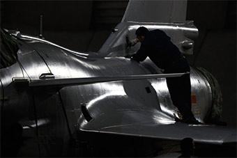 艺术大片帅爆了!歼-10战机夜间出击很炫酷