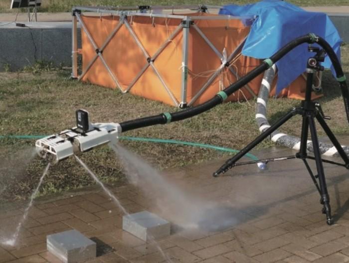 日本研究人员演示蛇形飞行消防机器人