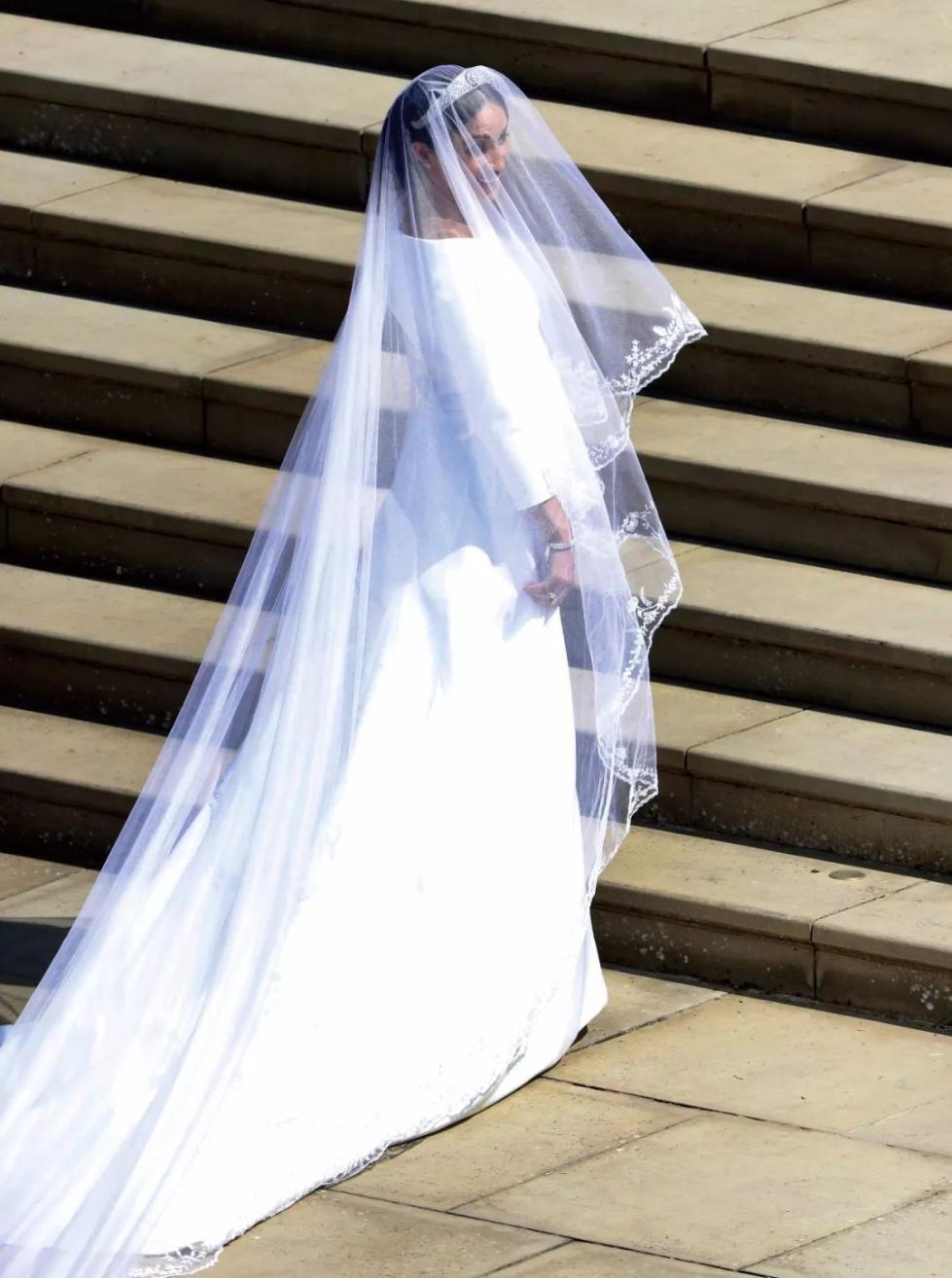 隐藏在皇家婚纱中的时尚密码,你get到了吗