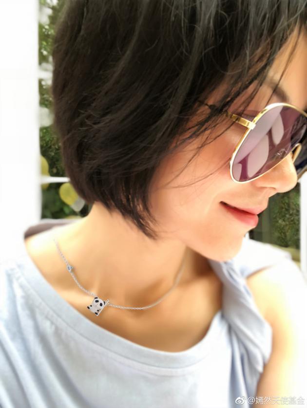 王菲近照曝光 天后项链竟是女儿李嫣设计的