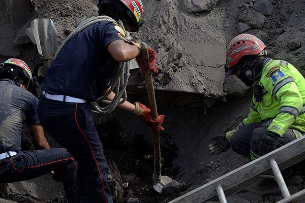 危地马拉火山喷发形成火山泥石流 致75人死亡近两百人失踪