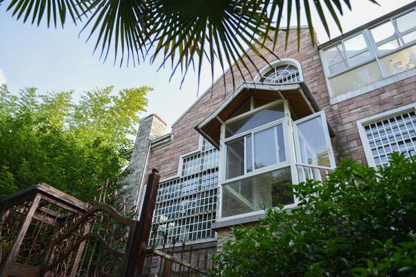 南京一豪华别墅降价800万拍卖 曾发生碎尸案