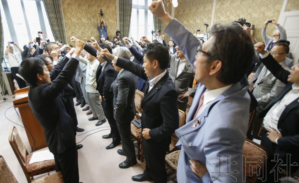 一致要求麻生太郎辞职!日本6大在野党举行紧急联合集会