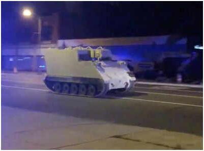 美国一士兵偷装甲车街头狂奔 警方追击96公里终拦截