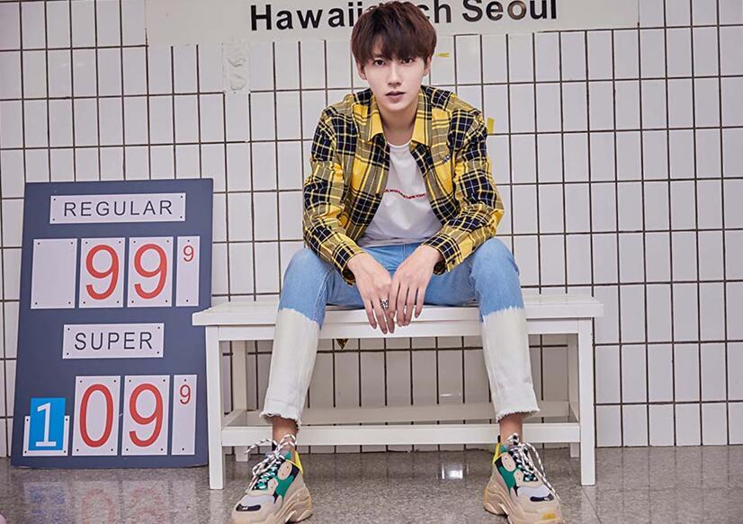 贾征宇清爽写真来袭  全能少年诠释时尚进阶之路