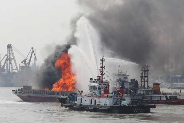 长江江苏段举行大规模水上搜救综合演习