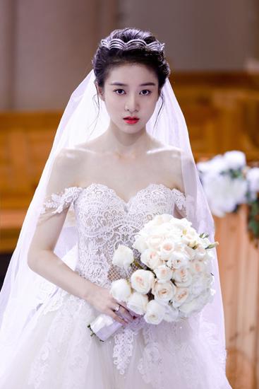 张雪迎《泡沫之夏》穿婚纱狂撒糖 网友暖心祝福