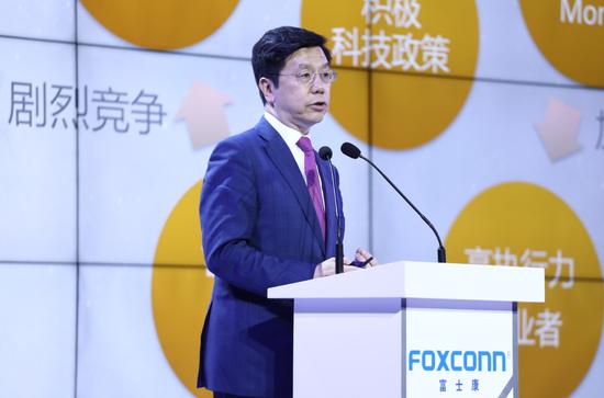 李开复:中国芯有很长的路 但AI超越美国只需5年