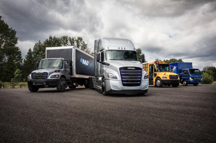 与特斯拉大众PK 戴姆勒发布两款新电动卡车