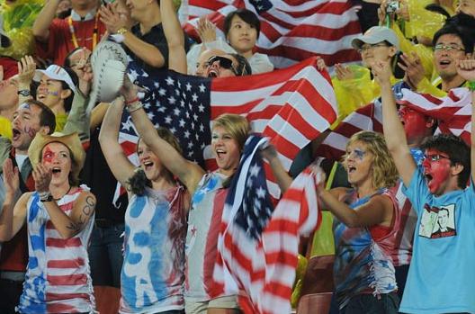 记者采访美国人:世界杯谁夺冠?答:巴萨或曼联