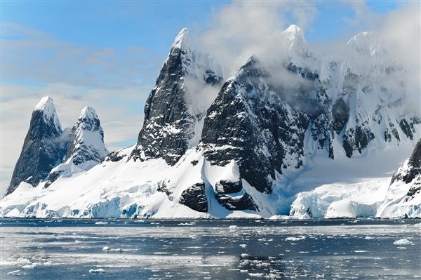 科学家发现数百次埋藏在南极洲冰层下的隐藏地震