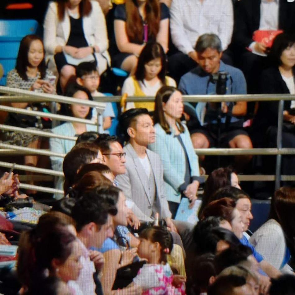 刘德华携妻看女儿毕业礼 朱丽倩孕肚被指有5个月