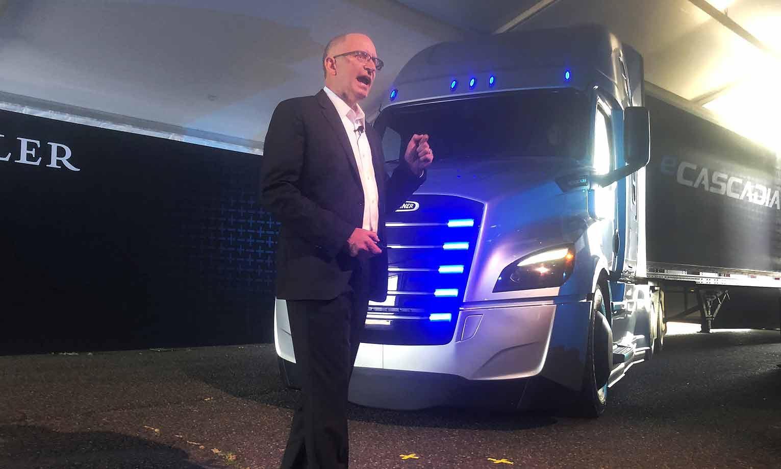 戴姆勒新推两款纯电动卡车 正面抗衡大众/特斯拉