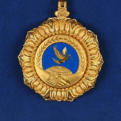 """我国首次颁授中华人民共和国""""友谊勋章"""""""