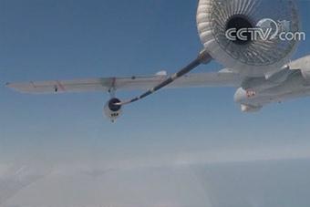 第一视角展示歼10战机空中加油场景