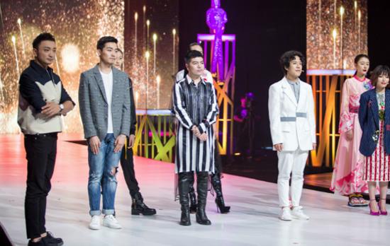 """《时尚大师》八强选手演绎""""厉害了我的国"""""""
