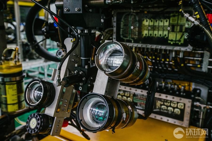 """系统包括按照""""蛟龙""""号设置的1:1仿真模拟驾驶舱,能够模拟模拟巡航作业"""