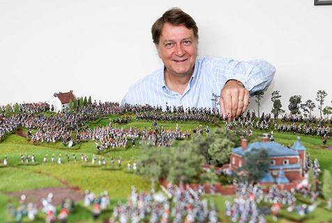 英狂热军迷花费30年打造滑铁卢战役模型