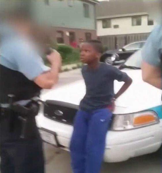 乌龙!美10岁男童遭警方误抓不停颤抖尿湿裤子