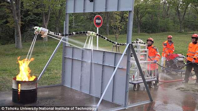 日本研发悬浮灭火机器人 降低消防员伤亡风险
