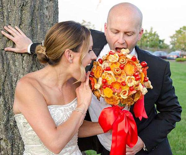 创意十足!美餐厅推出可食用披萨婚礼捧花