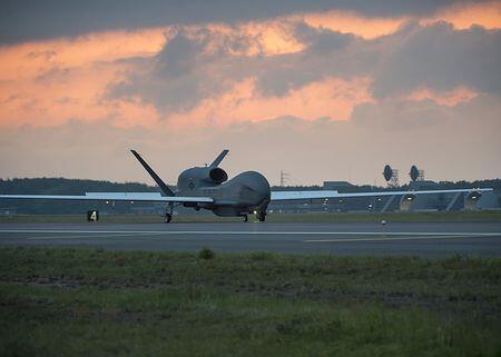 """美军六架""""全球鹰""""无人侦察机将暂时部署至日本"""