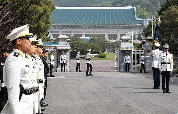 韩国总统府:在新加坡举行韩美朝三方峰会的可能性正在降低